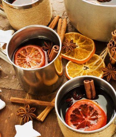 Напиток из вина и смеси специй для глинтвейна