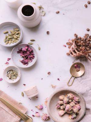 Специи и кондитерские ингредиенты для выпечки в кулинарной подаче