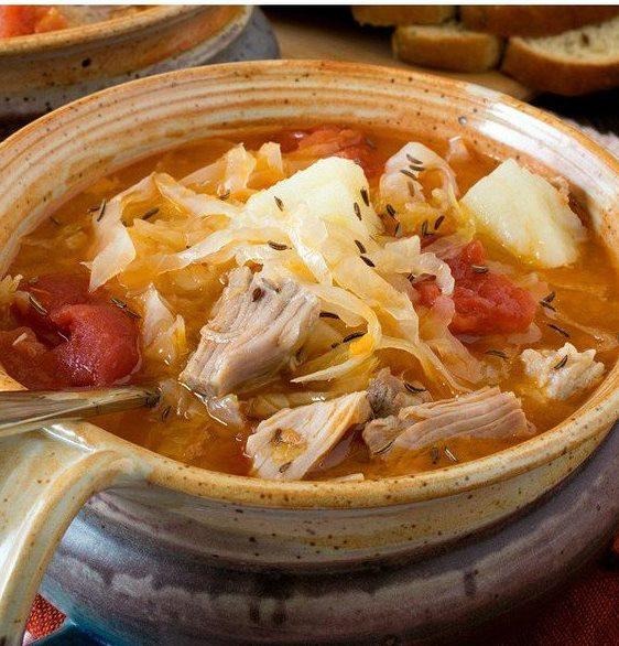 Пряный суп из капусты и говядины с тмином