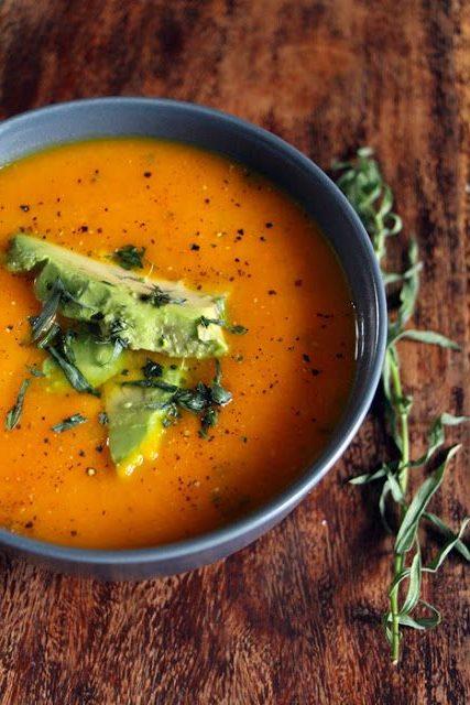 Томатно-морковный овощной суп со специей Эстрагон