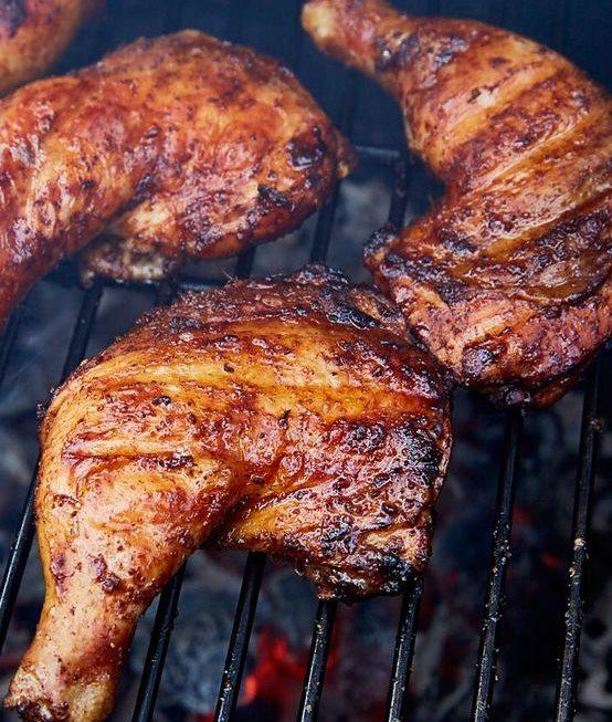 Сочные и поджаристые куриные бедра барбекю