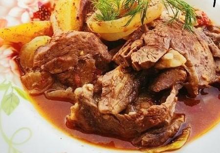 Блюдо говядина с овощами со специями для говядины