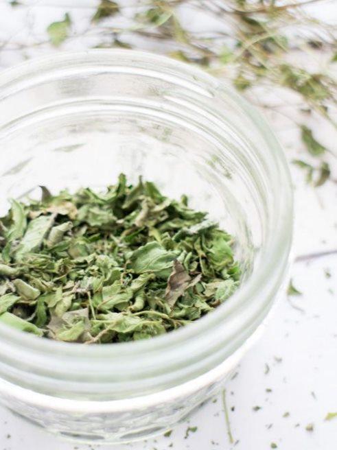 Сушеная зелень мяты для приготовления чая и разных блюд