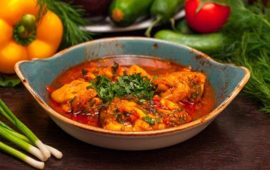 Грузинское блюдо чахобили со специей уцхо-сунели